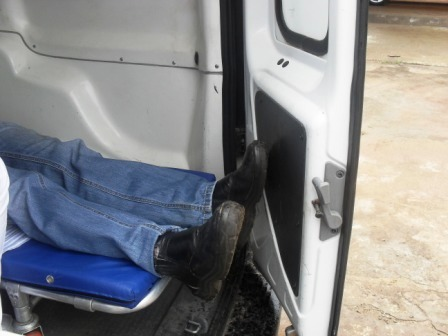 Ambulância não acomoda adequadamente um homem de estatura mediana (1,75 m)