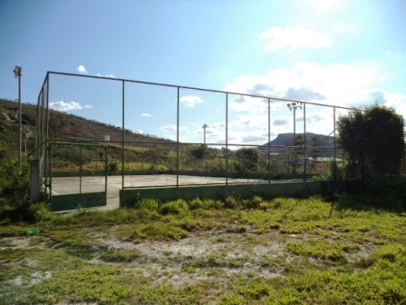 Quadra esportiva perto do Parque de Exposições está abandonada Foto: Hélder Almeida