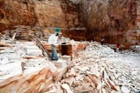 trabalhador_extração_pedra_alpinópolis